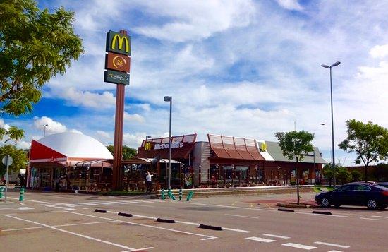 Mcdonald 39 s sant boi sant boi de llobregat restaurant - Centro comercial sant boi ...