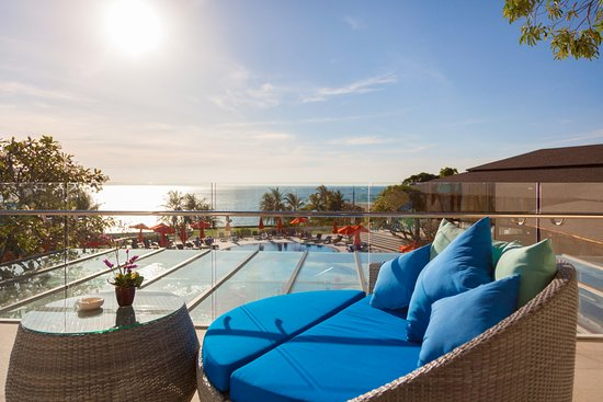 Diamond Cliff Resort and Spa: Ocean View Lounge