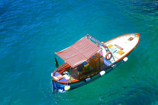 Blue Lizard Capri Boat Tour: Italian gozzo, boat equipped with every comfort. The best way to discover Capri by the sea