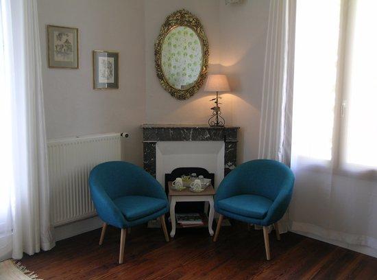 Domaine de Bellevue Cottage - chambre d'hôtes bnb, cabane dans les arbres, gite à Bergerac: Espace salon