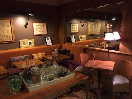 Hotel De La Paix Montparnasse : Un mobilier cosy et une décoration travaillée