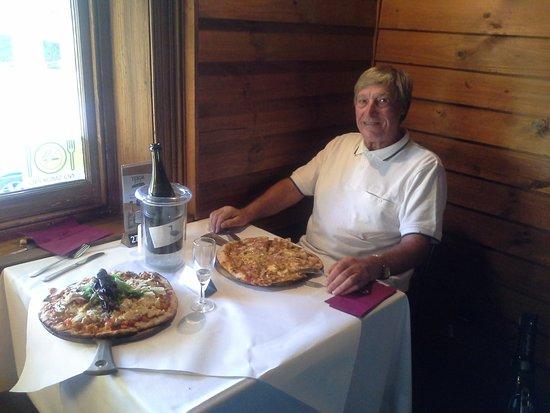 Willunga, Australia: Alf with his hawaian pizza