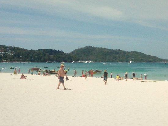 The Yorkshire Inn Hotel, Bar & Restaurant: Patong beach within a few minutes walk