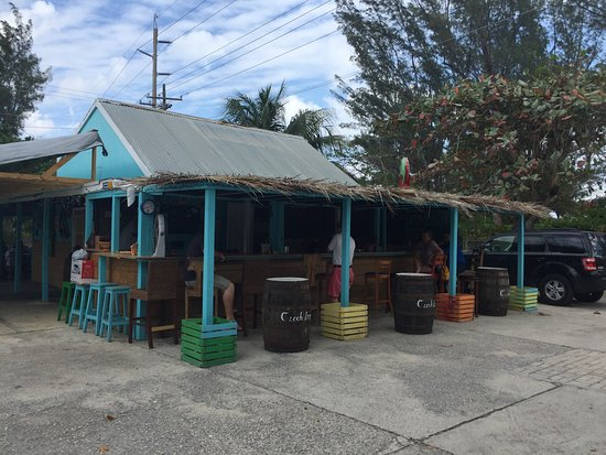Bodden Town, Gran Caimán: The main area and bar, quaint and cute