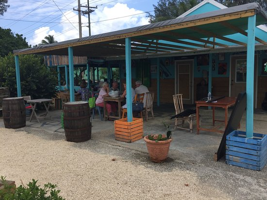 Bodden Town, Grand Cayman: Some the the table seating