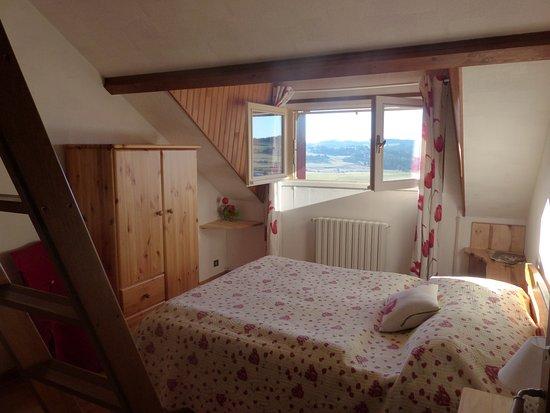 chambre familiale (avec mezzanine) - maison du bas - picture of