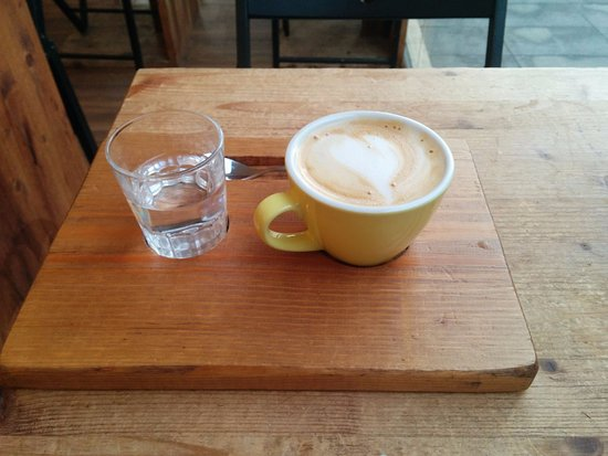 Zumo de naranja bocadillo de pavo caf con leche de for Taza de cafe con leche