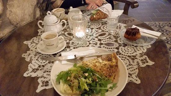 Paty A Terkepen Ertekelesek Errol C Est La Vie Cafe Paty