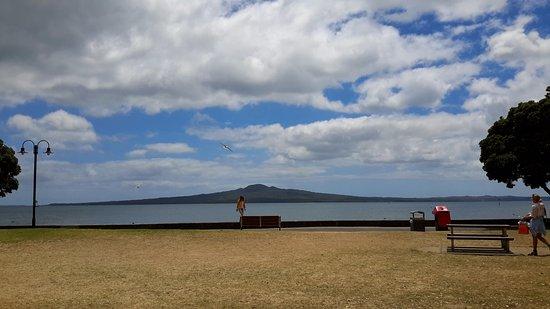 Auckland Domain: Beautiful beach n clouds