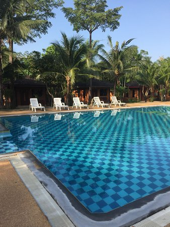 Jinnie's Place: Absolutely wonderful freshwater outdoor pool at Raks Thai Ao Nang in Krabi