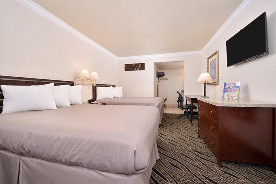 El Monte, CA: Two Queen Beds