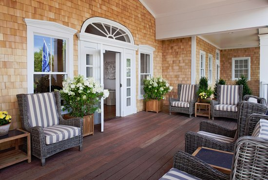 White Elephant Village | Residences & Inn: Porch of The Lobby at White Elephant Village