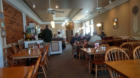 Hanover House Diner: View of the inside with bar area on the left and booth and table seating on the right