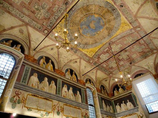 The Church of Sant'Eufemia: GLI AFFRESCHI DELLA SACRESTIA AL DI SOPRA DEGLI STALLI LIGNEI RINASCIMENTALI