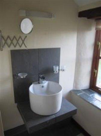 Marhamchurch, UK: The bathroom in Swallow Barn