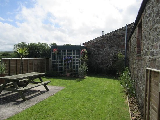 Marhamchurch, UK : The garden at Carthouse Barn