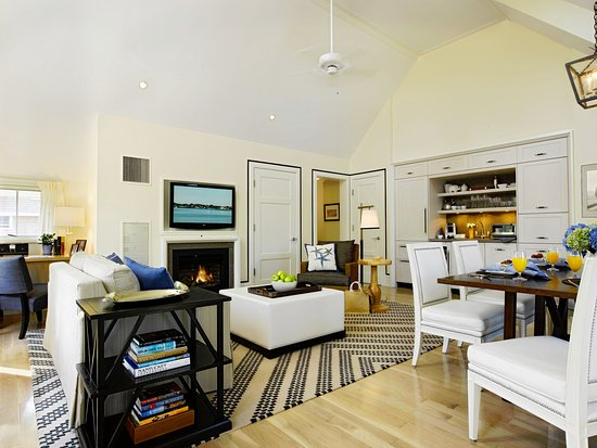 White Elephant Village | Residences & Inn: Living Room in Residence at White Elephant Village