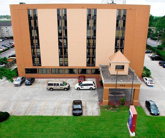 Americas Best Value Inn & Suites - Bush Int'l Airport Wes