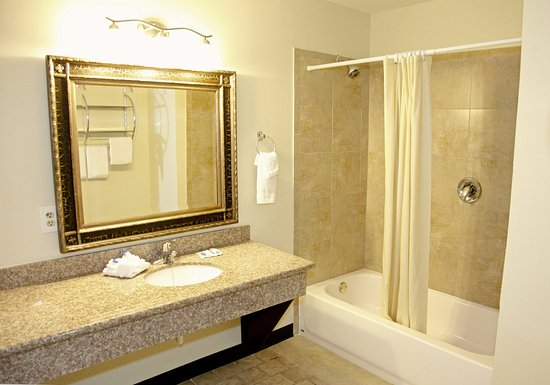 Americas Best Value Inn & Suites - Bush Int'l Airport Wes: Suite Bathroom