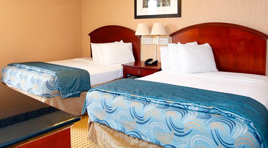 Americas Best Value Inn & Suites - Bush Int'l Airport Wes: Two Queen Beds Suite