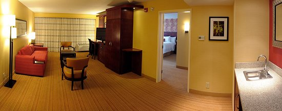 Courtyard Lexington Keeneland/Airport: King Suite