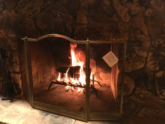 Bodega, Kaliforniya: They will set up your fireplace for you
