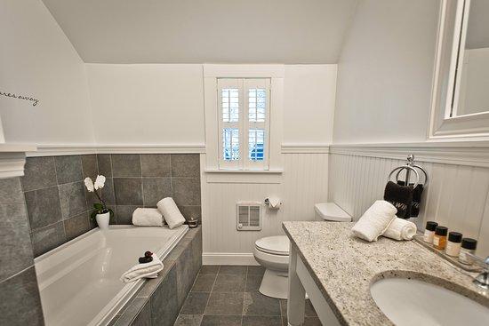 West Harwich, MA: Bathroom in Luxury Superior room