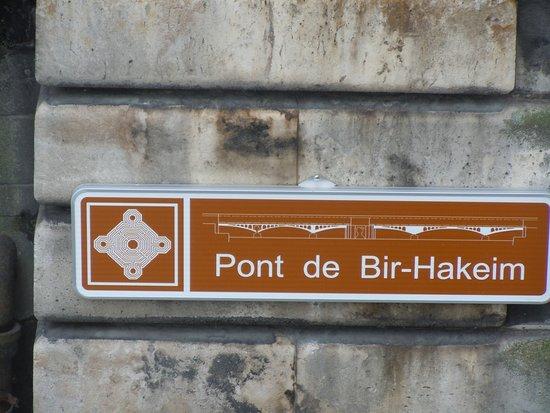 Photo of Bridge Le Pont de Bir-Hakeim at Paris, France