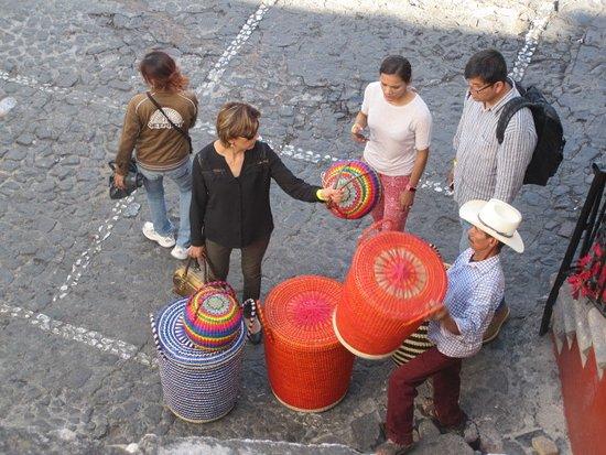 Hotel Posada Santa Anita: Zocolo basket seller