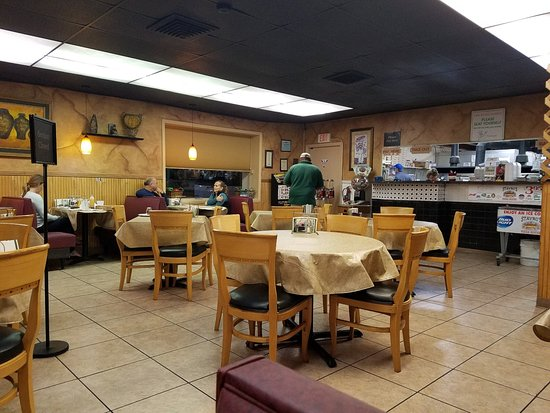 The Original Stavros Pizza House: Dining Room