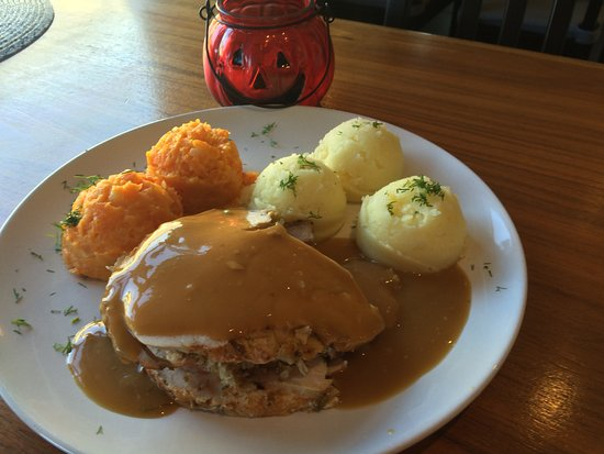 Lahinch, Ireland: Xmas classic roast turkey and ham with mash and veg