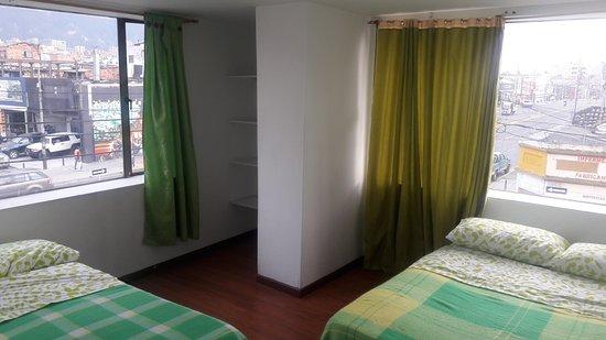 North House Hostel: TWIN2 2 CAMAS DOBLES BAÑO COMPRATIDO