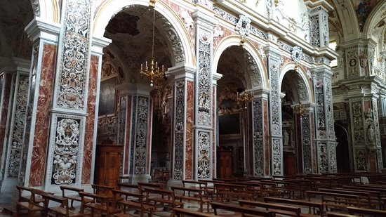Chiesa del Gesu: Arcos