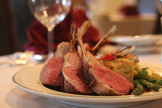 Whispering Pines Bed and Breakfast: Rack of Lamb