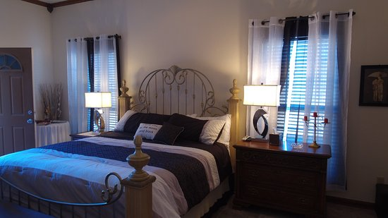 Whispering Pines Bed and Breakfast: Sterling Suite