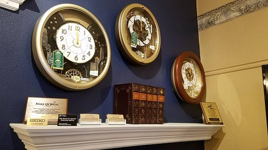 "‪‪McCook‬, ‪Nebraska‬: Their ""Melodies in Motion"" clocks are a must see!‬"