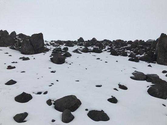 Cotopaxi Province, Ecuador: Nieve en el camino