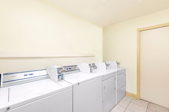 SureStay Hotel by Best Western San Antonio Northeast : Laundry Room