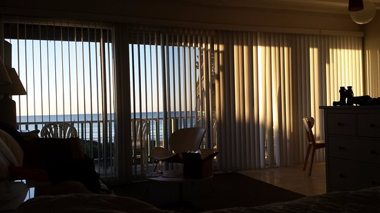 Atlantis Lodge: Gorgeous morning light over the Atlantic Ocean.
