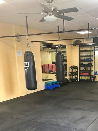 Train Station Fitness Club: Spacious areas perfect for boxing, stretching and HIIT workouts!