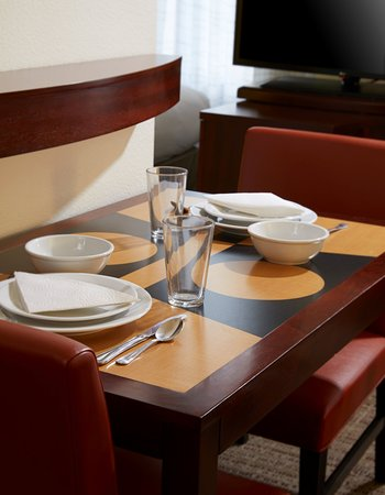 Residence Inn San Antonio Six Flags® at The RIM: In Room Dining Area