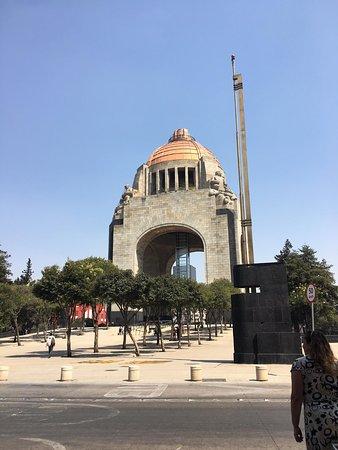 Sevilla Palace: Monumento a la Revolución Mexicana
