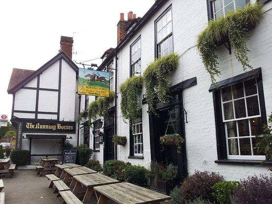 Миклехам, UK: front of old inn