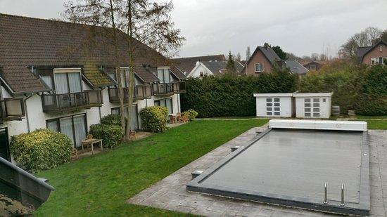 Lekkerkerk, The Netherlands: 's zomers is het zwembad natuurlijk open