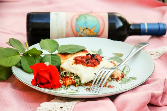 Peccioli, إيطاليا: Un buon pasto ed il nostro Vino!