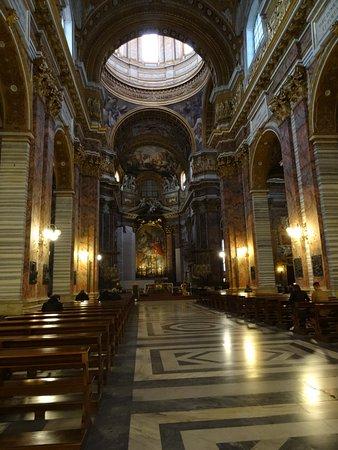 Basilica dei SS. Ambrogio e Carlo : Nave Central