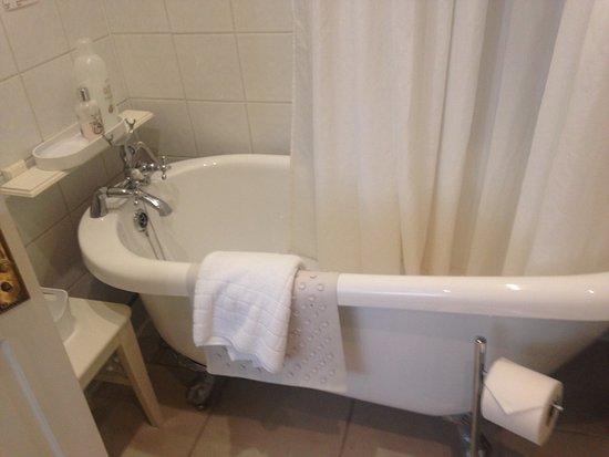 The Bath House: Cleaned every day, comfy bath too!