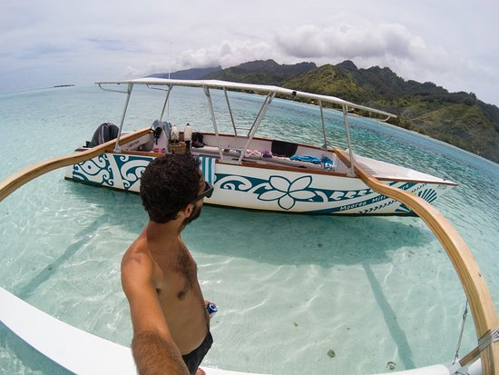 Moorea, Polinesia Francesa: Miti Tours Boat (689) 87 23 43 02 or contact them via email at moreamititours@gmail.com