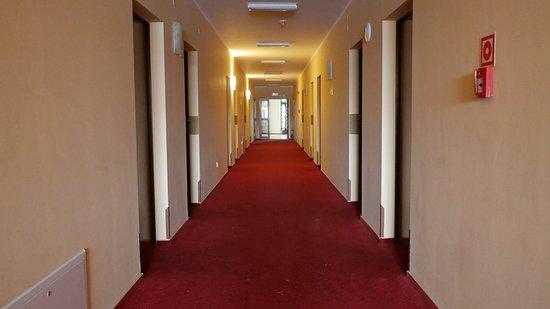 Hotel Anek: korytarz