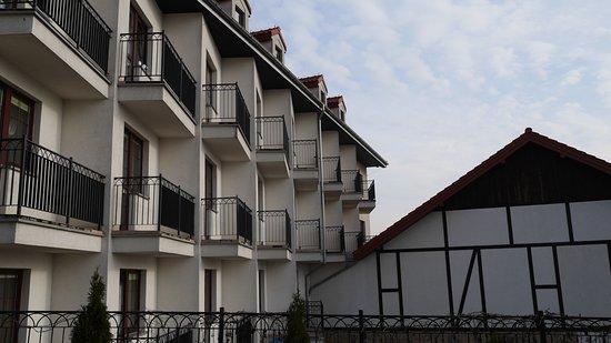 Hotel Anek: widok z pokoju hotelowego na dach budynku obok